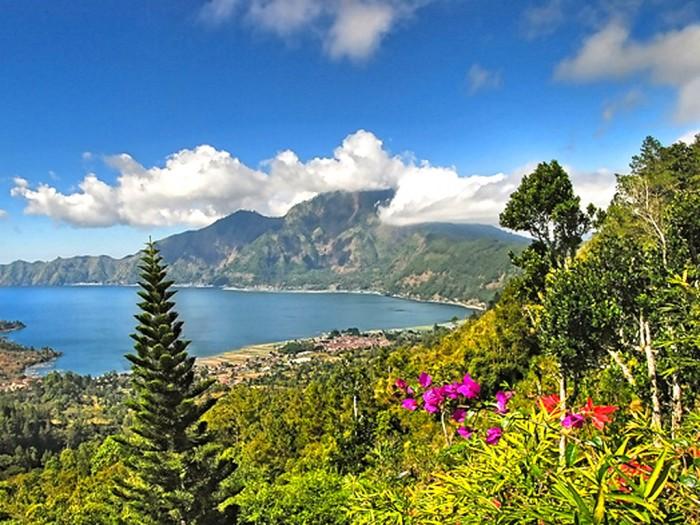 Kintamani-Lake-Batur-View