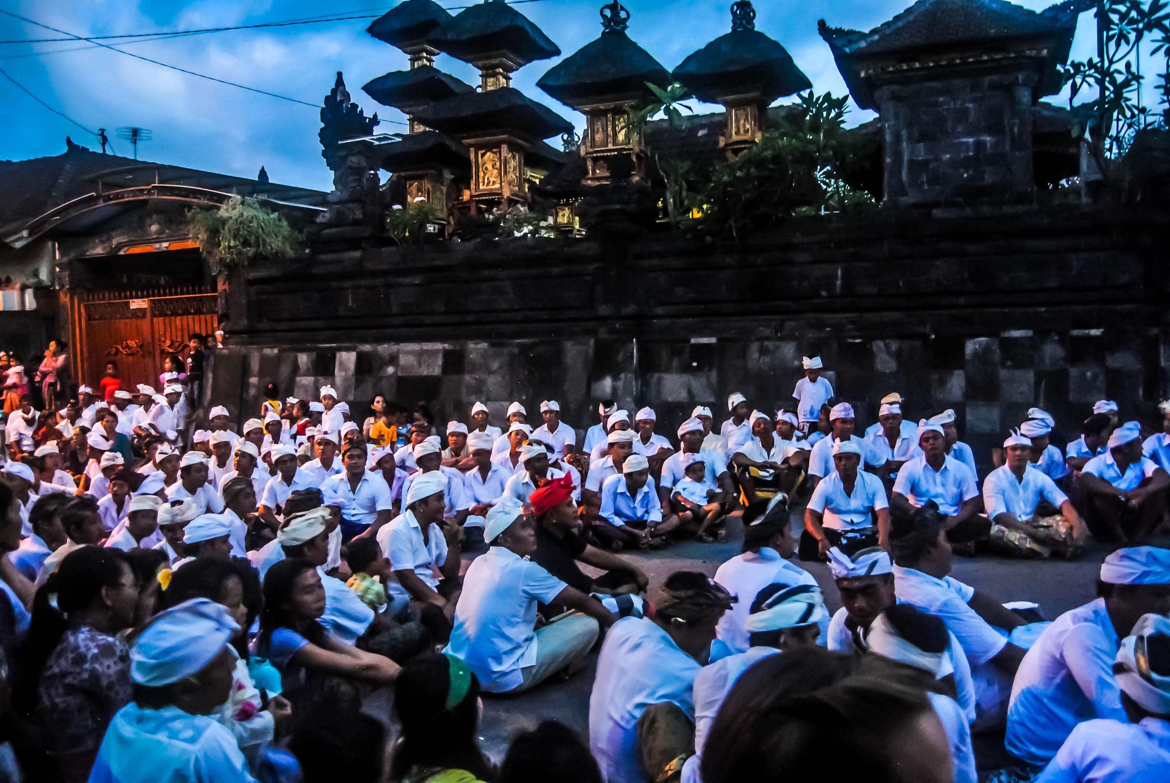 Barong-Dance-Crowd